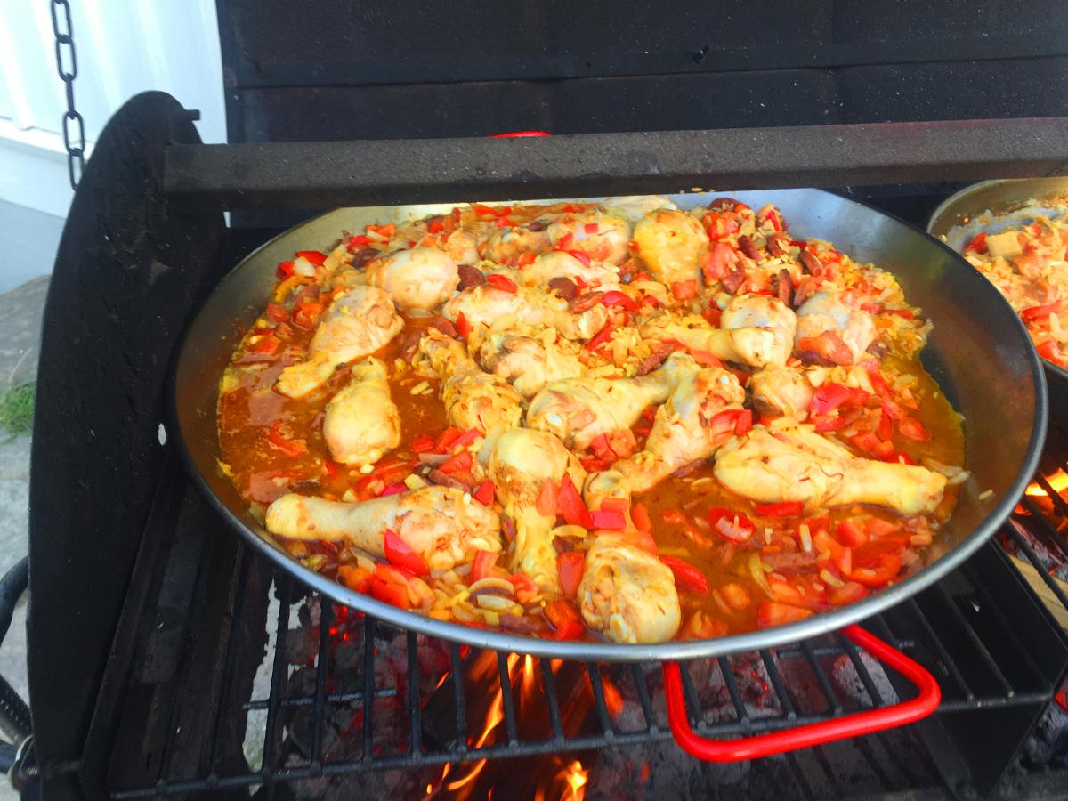 Paella med kyckling och räkor