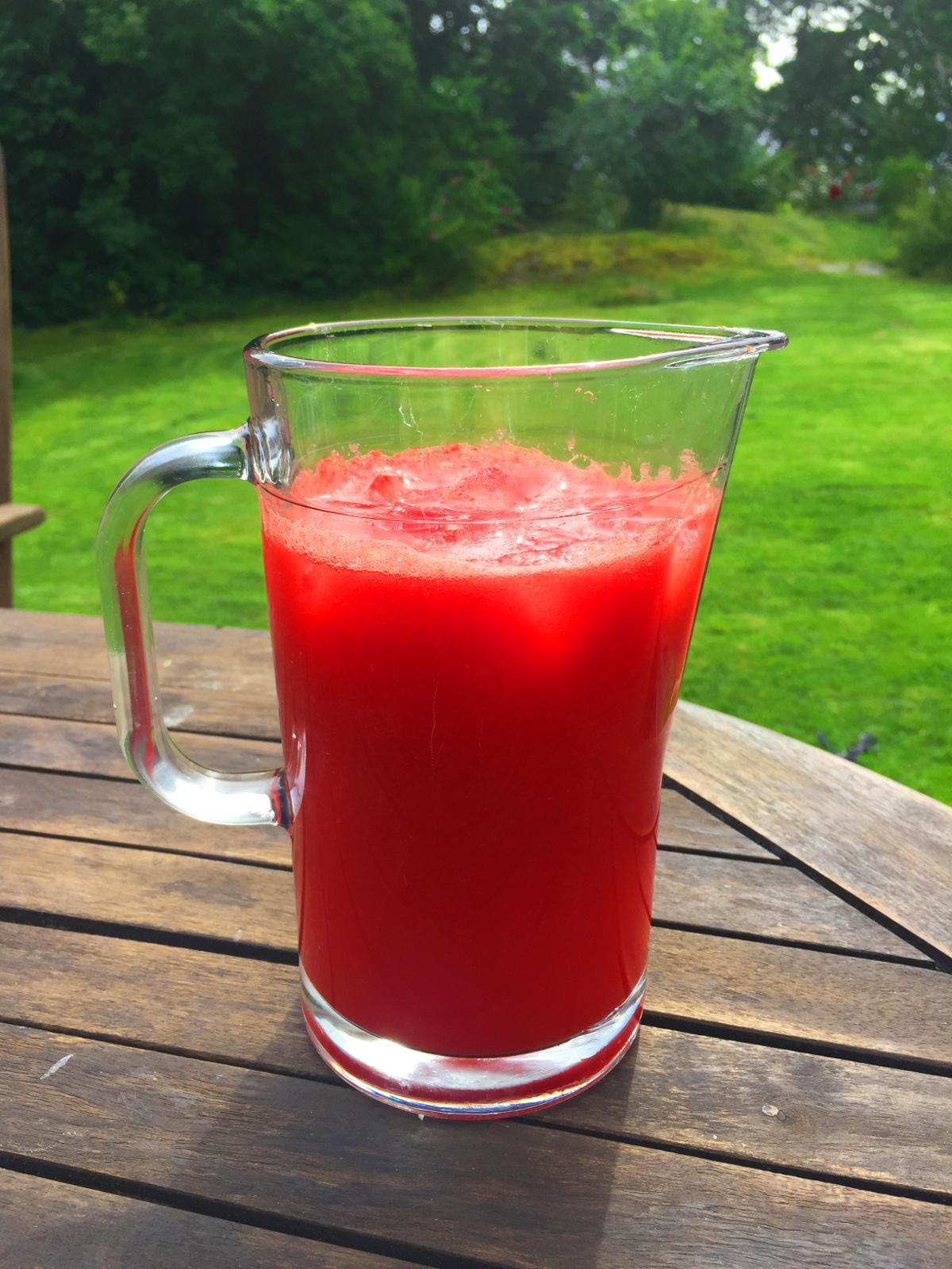 Vattenmelondrink med mynta och lime