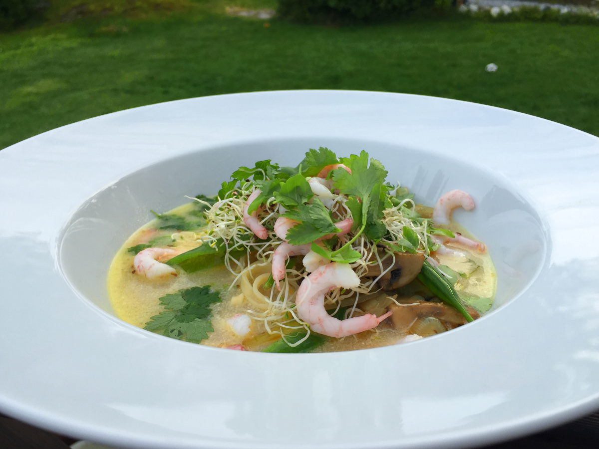 Thaisoppa med ingefära, citrongräs och lime