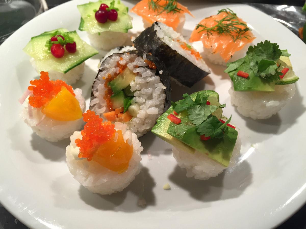 Vegetarisk sushi och lite lax
