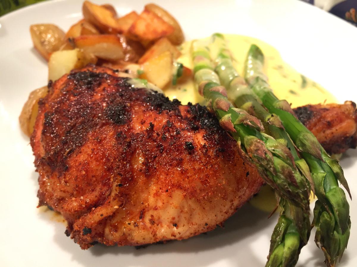 Grillad kyckling med rub, bearnaisesås, krispig potatis och sparris