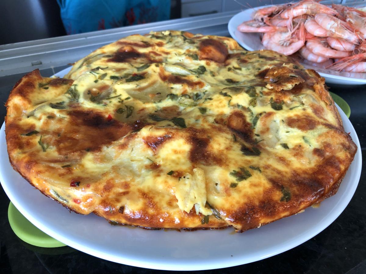 Spansk tortilla med vitlök, manchego och mozzarella
