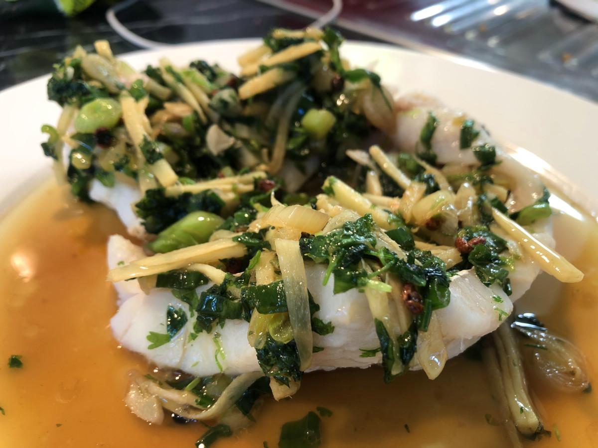 Kinesisk ångad fisk med ingefära och sichuanpeppar